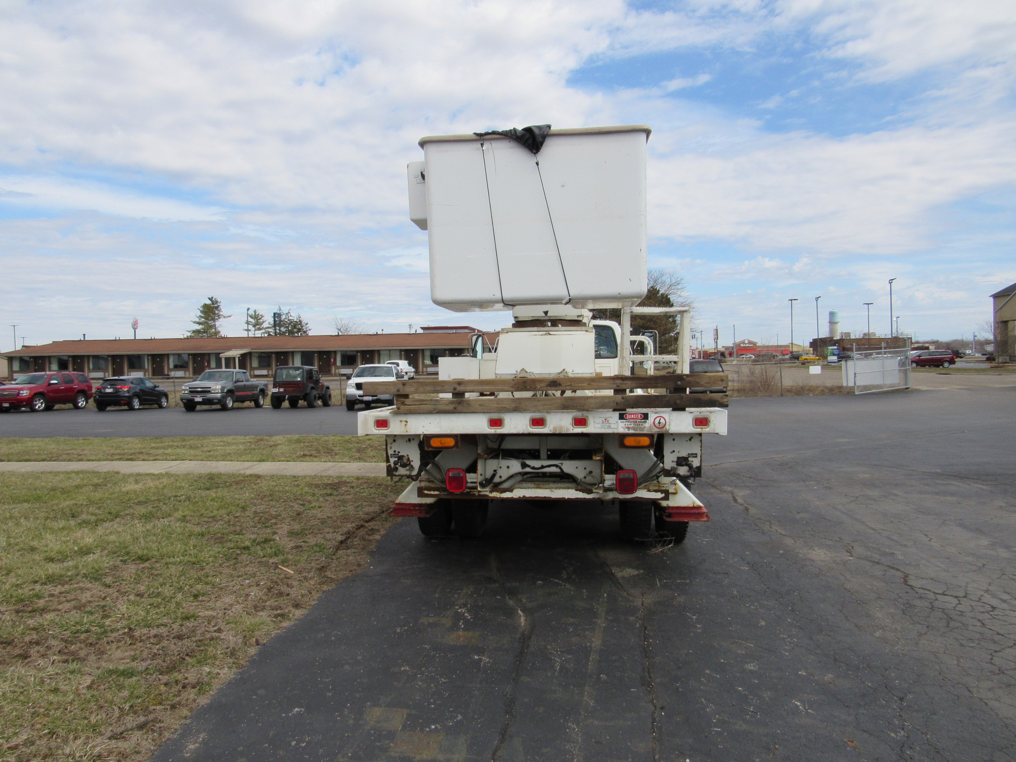 Teco V5 -55 rear view of bucket