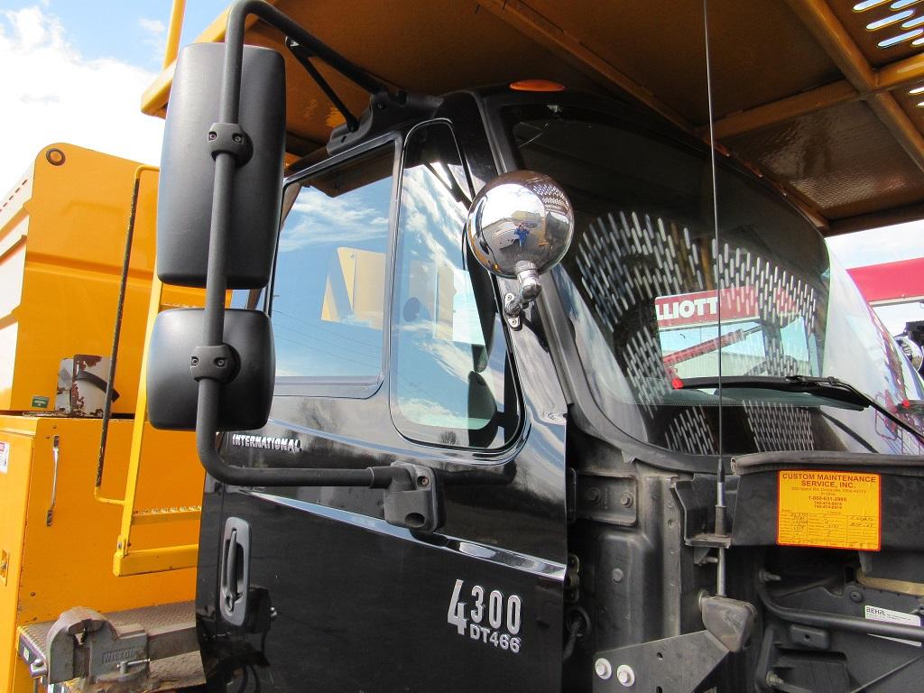 VO-260 Used Black IH cab